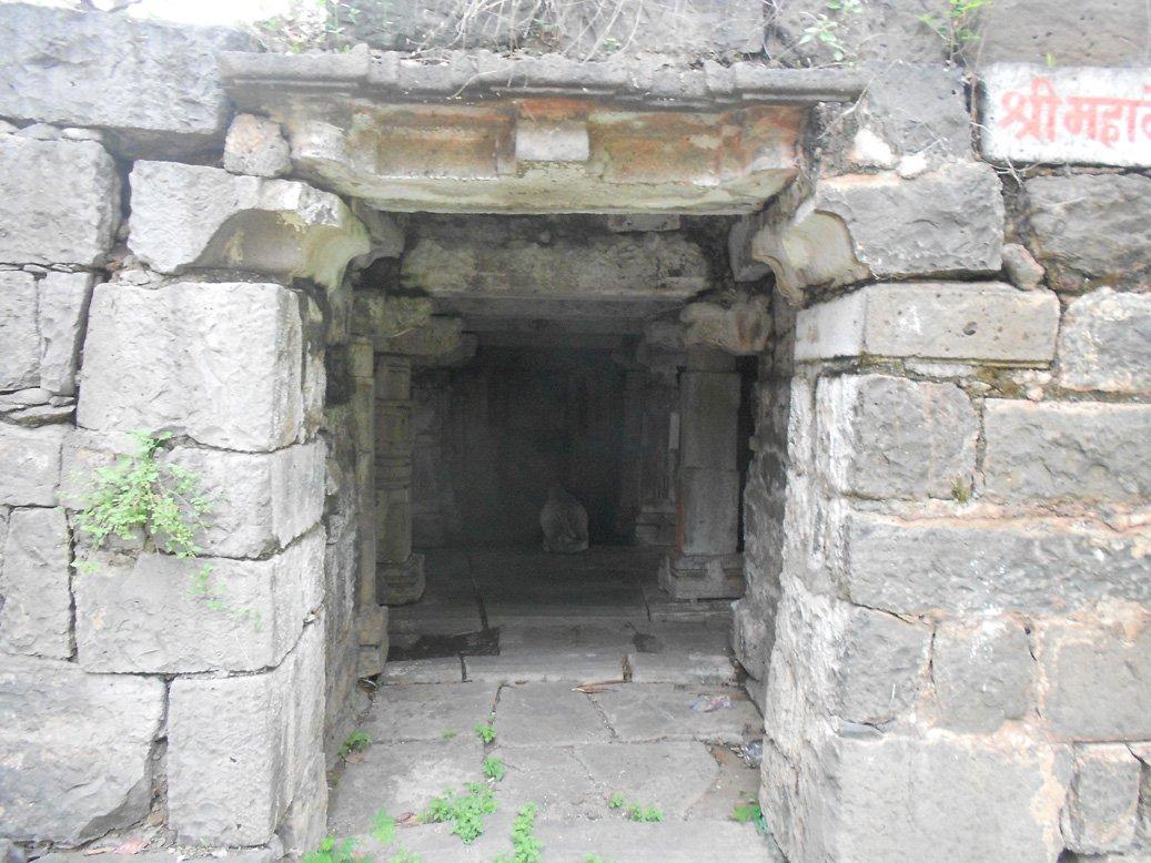 हेमांडपंथी बांधकामाचा नमुना खोलेश्वर मंदिर